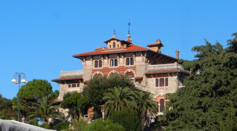 large-house-on-ocean