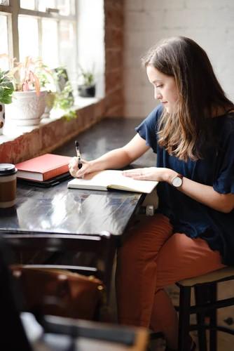 woman-journaling-table-writing