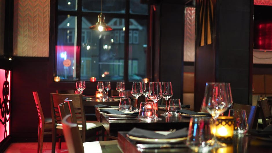 restaurant-tables-set