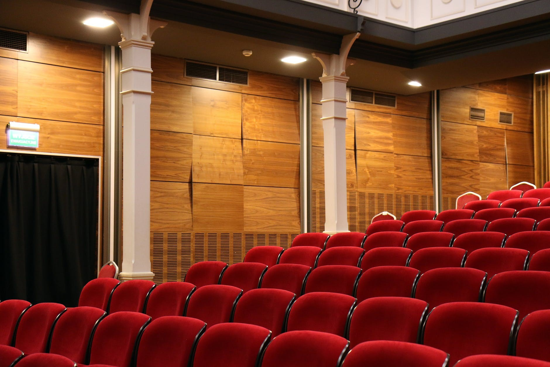auditorium-chairs-concert-music-hall