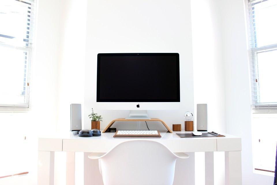apple-desk-computer-paper