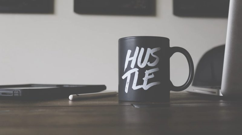 hustle-mug-laptop