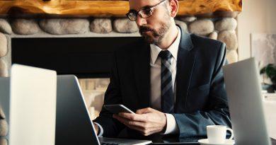 man-looking-at-laptop