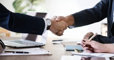 handshake-agreement-negotiation-contract-meeting