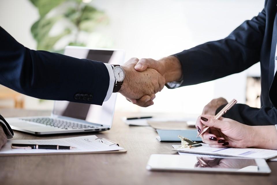 handshake-agreement-negotiation-contract-meeting