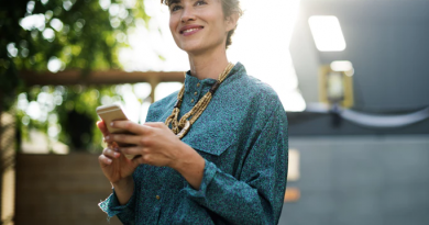 woman-smiling-with-phone