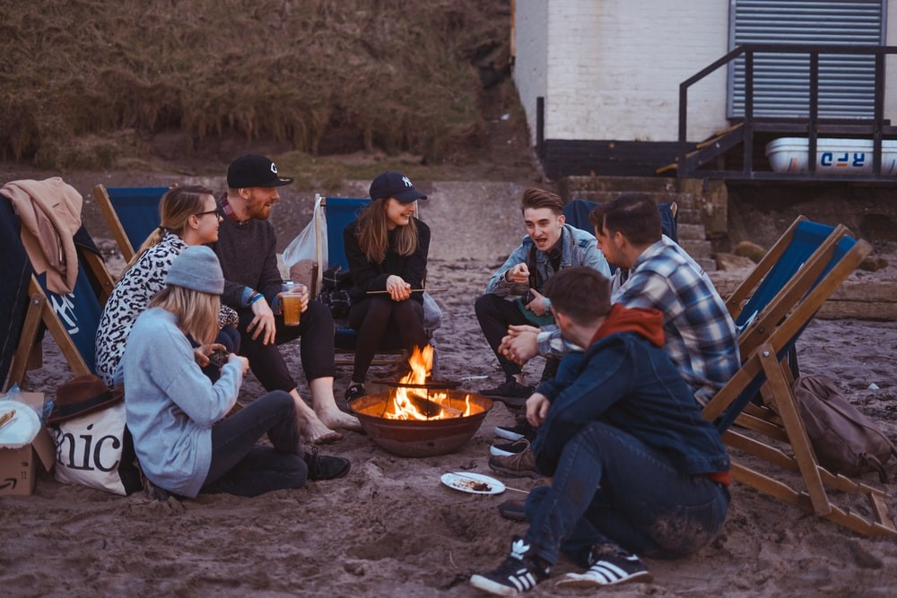 camping-friends-campfire