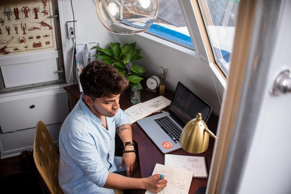 freelancer-working-meeting-entrepreneur