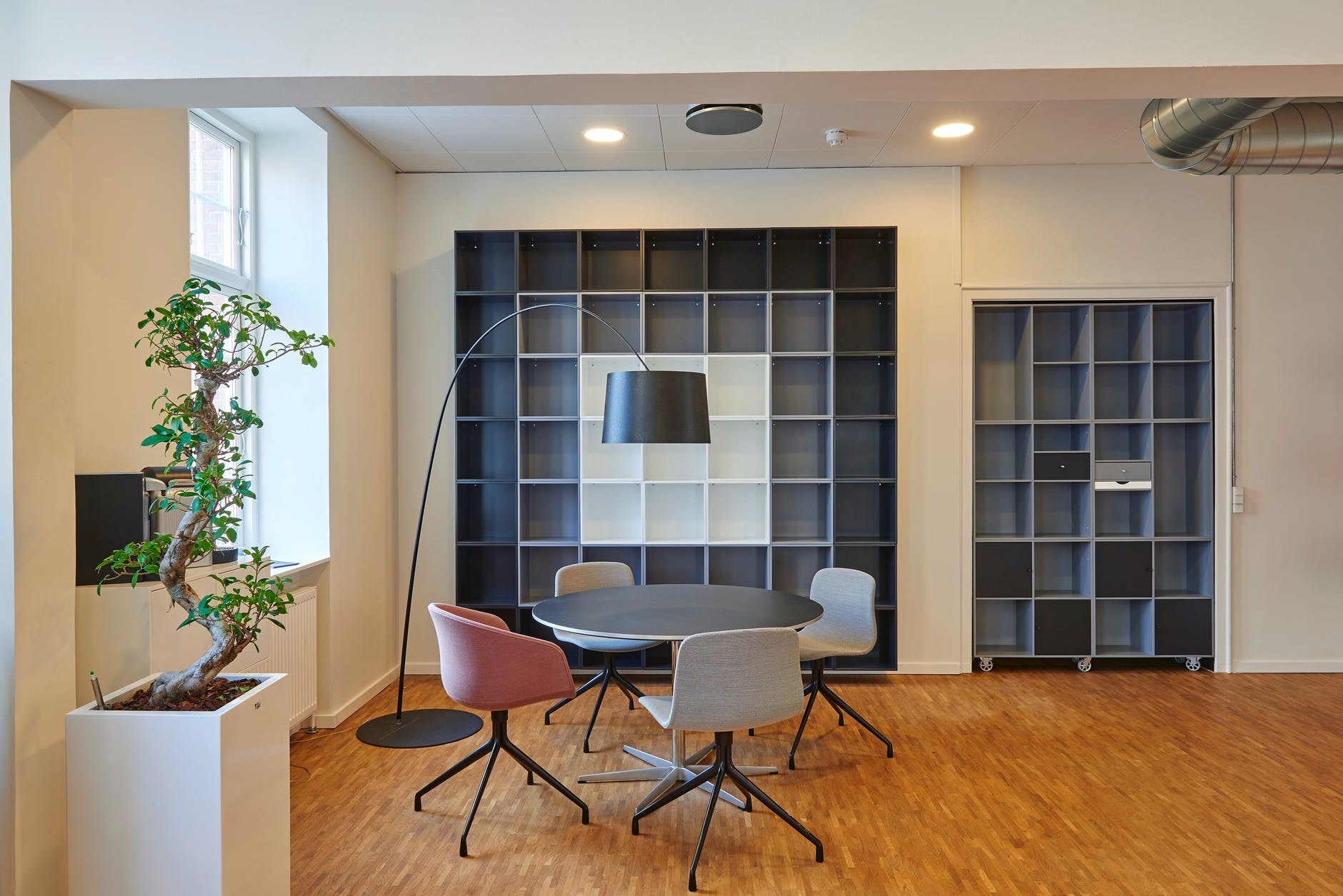 architecture-bookshelves-library-table-meeting room
