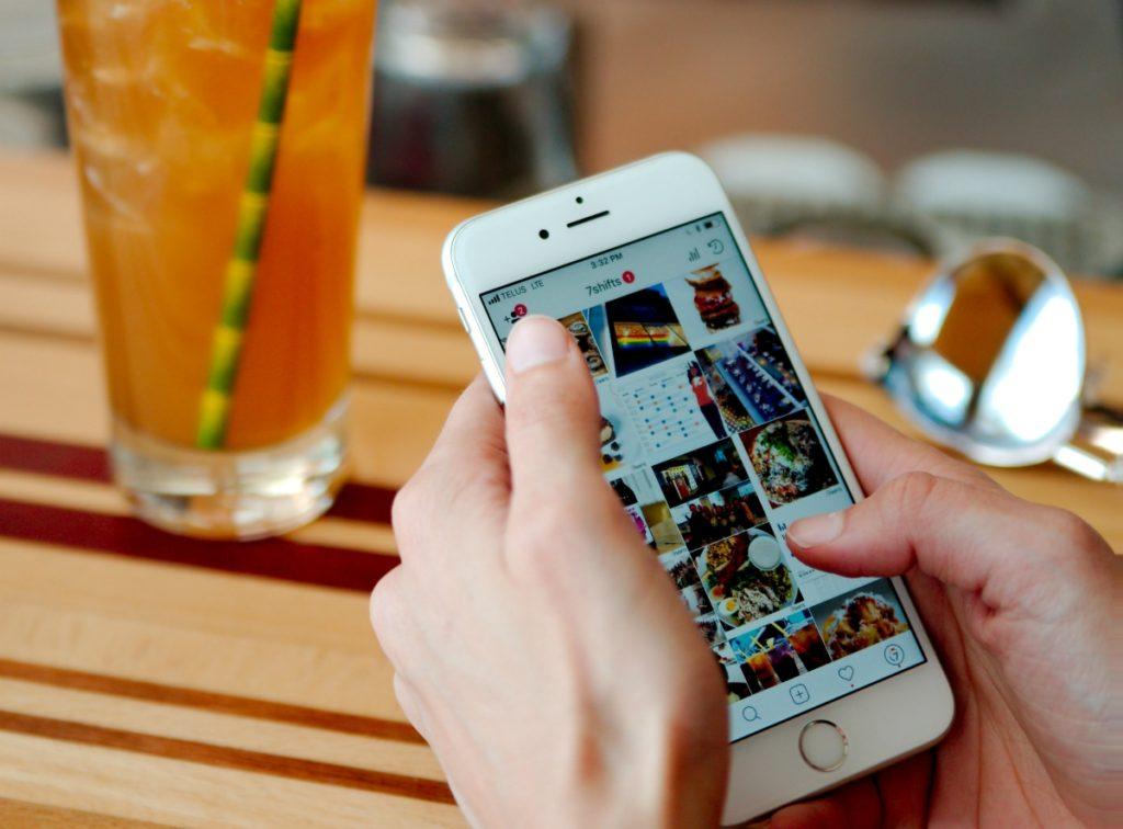 mobile-phone-social media