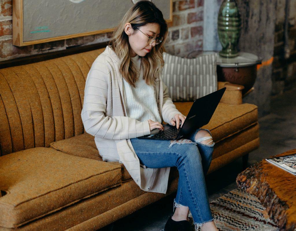 woman-on-sofa-laptop