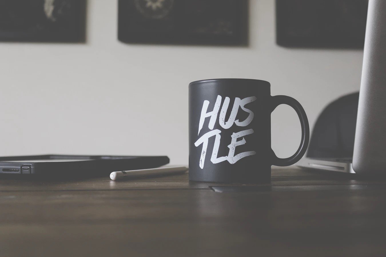 hustle-mug-laptop