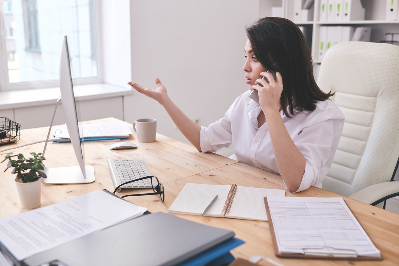 woman on phone-entrepreneur-working from home-meeting-discussion-office