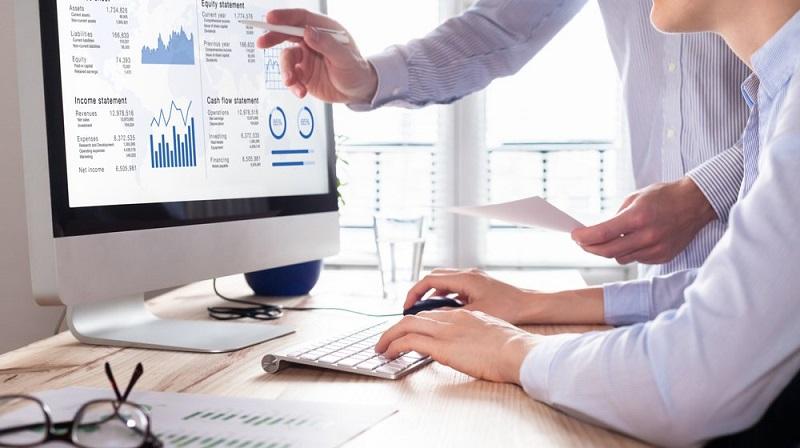working-man typing on laptop-entrepreneur