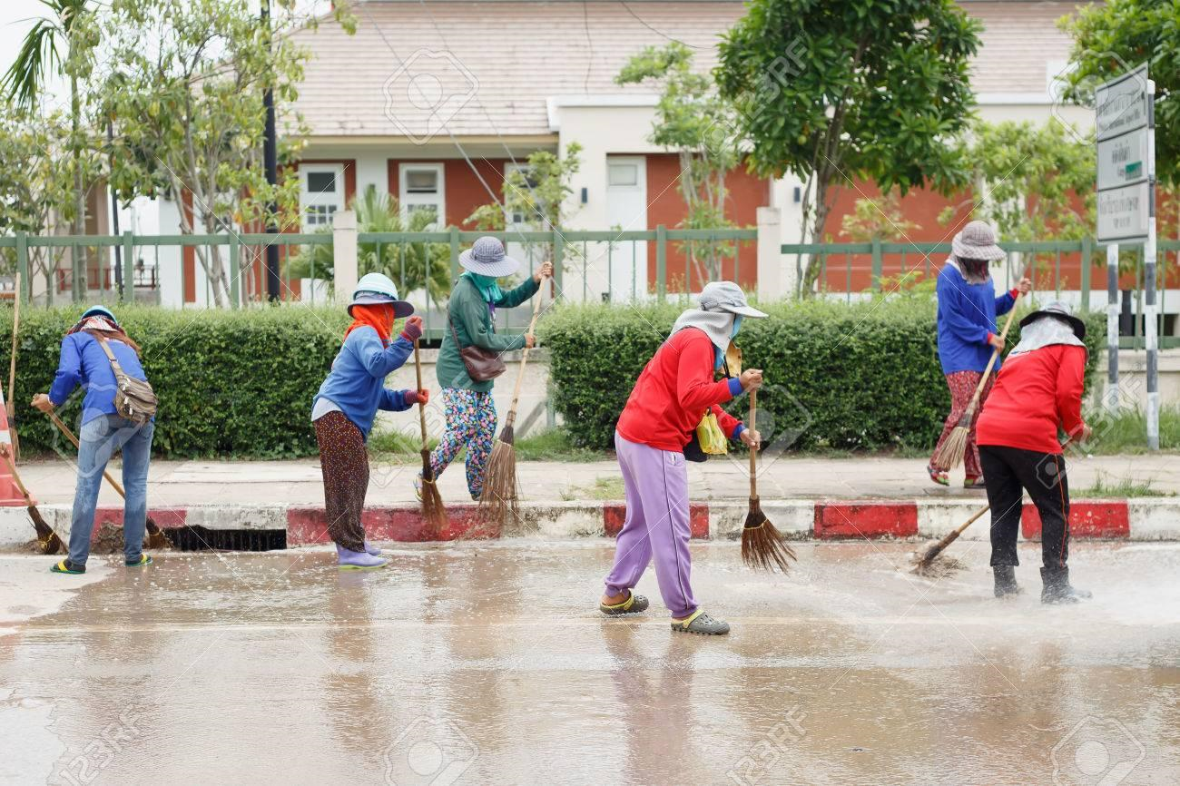 clean up services -cleaning street-street