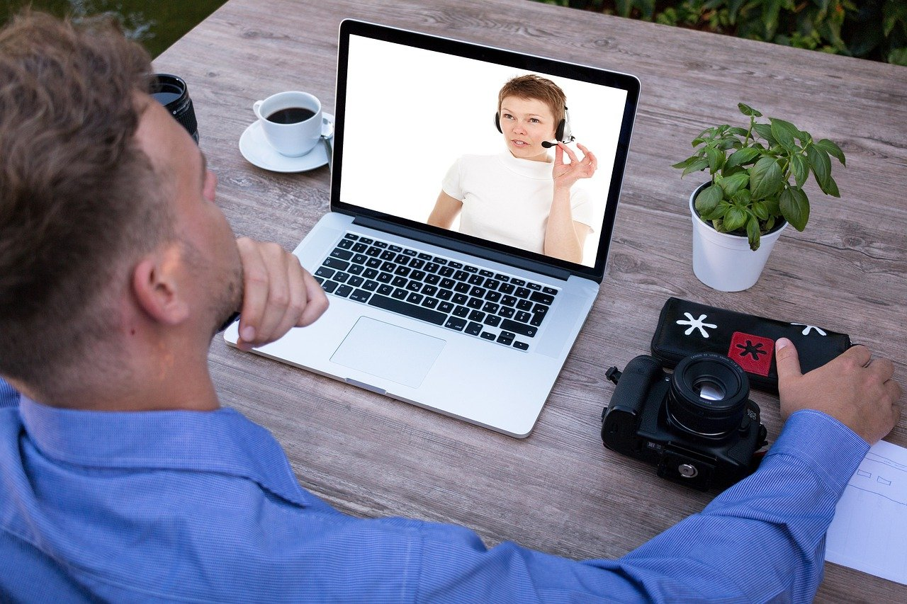 online service-business online-online meeting-laptop meeting