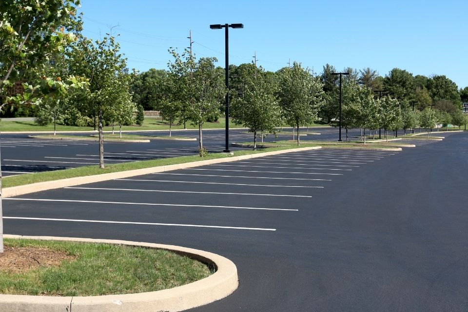 The Benefits of Using Asphalt Over Concrete for Parking Lots